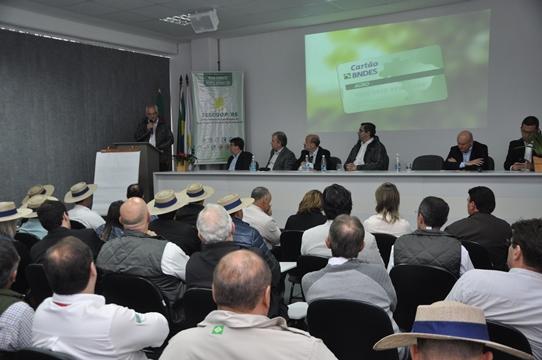 Lançamento do Cartão BNDES Agro reúne associados de cooperativas