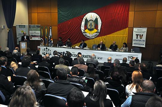 Força do cooperativismo gaúcho é destacada em seminário de gestão