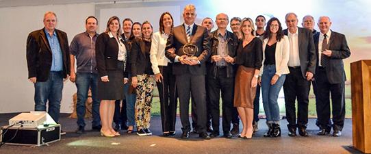 Dália e Cotricampo recebem 5º Prêmio Vencedores do Agronegócio