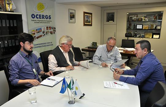 Ocergs e Sindicato de Carazinho formalizam Acordos Coletivos de Trabalho