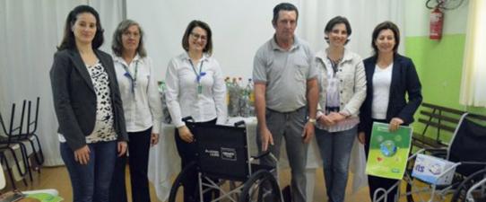 Unimed VTRP comemora marca de 20 cadeiras de rodas doadas para a comunidade