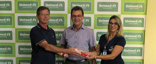 Unimed Litoral Sul entrega doações ao Banco de Alimentos de Rio Grande