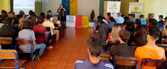 Coopatrigo e STRs promovem encontros de jovens sobre sucessão familiar rural