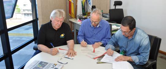Ocergs e Sindicato de Carazinho formalizam Acordo Coletivo de Trabalho