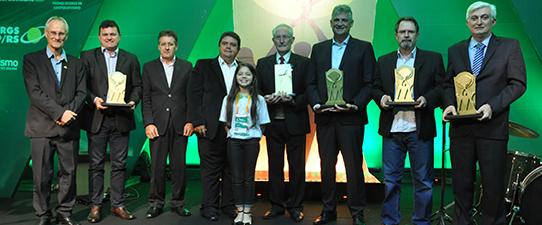 Entregues o Prêmio Ocergs de Cooperativismo e o Troféu Padre Theodor Amstad