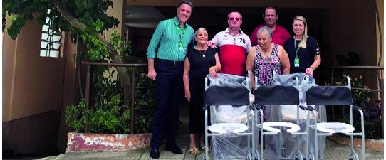 Unimed Porto Alegre doa cadeiras de banho para instituições sociais