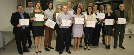 Escoop promove formatura de cursos da Pós-Graduação