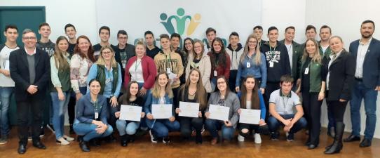 Jovens concluem aulas práticas no Aprendiz Cooperativo da Cotrimaio