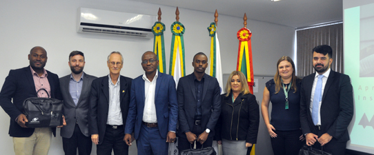Comitiva de Moçambique realiza visita institucional