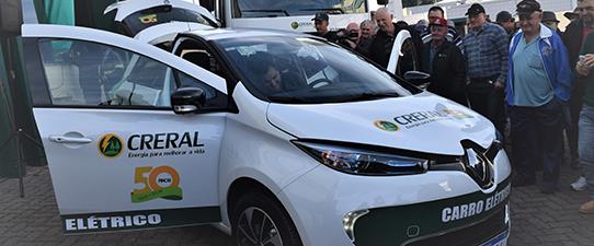 Creral inicia substituição de frota por carros elétricos