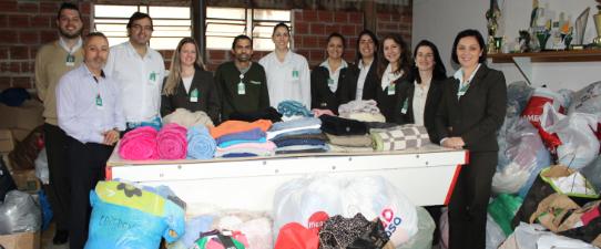 Participantes do Práticas de Sustentabilidade fazem doação de roupas