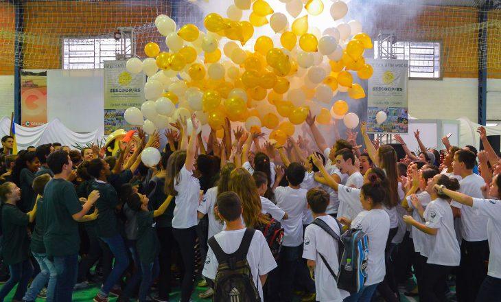 Desafio cultural sobre cooperativismo une estudantes em Taquari