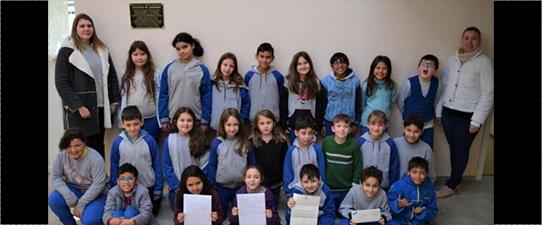 Alunos do Programa União Faz a Vida recebem carta da Rainha Elizabeth II
