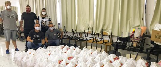 Grupo Dália Solidariedade entrega 66 cestas básicas em Roca Sales