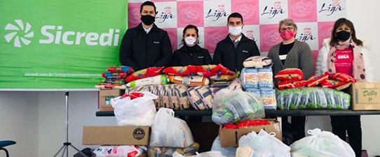 SicrediIntegração Rota das Terras RS/MG doa mais de 8 toneladas de alimentos em ação doDia de Cooperar