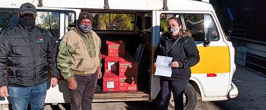 Cinco mil litros de leite são entregues às famílias vítimas de enchentes no Estado