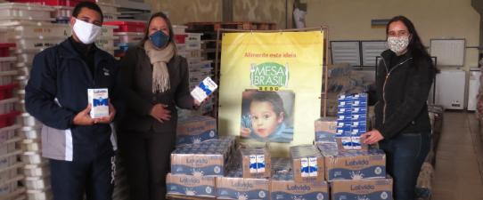 Unimed Litoral Sul entrega doações ao Mesa Brasil do Sesc